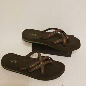 Teva Mush flip flop slides women's size 7